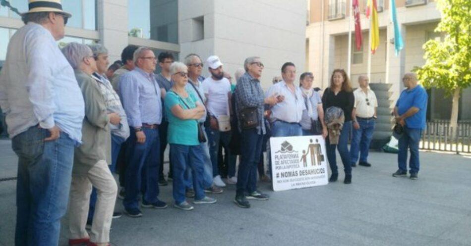 La Asociación Vecinal Zarzaquemada y la PAH Leganés piden una solución habitacional a la familia que ayer evitó temporalmente su desalojo