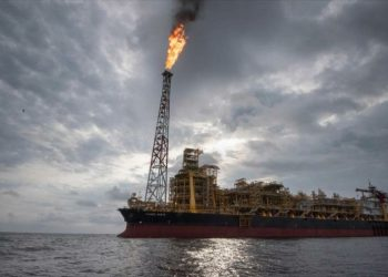 Precio del crudo se dispara por explosión de buques en mar de Omán