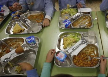 El PCE de León esgrime 2.569 razones para mantener los comedores escolares abiertos en verano