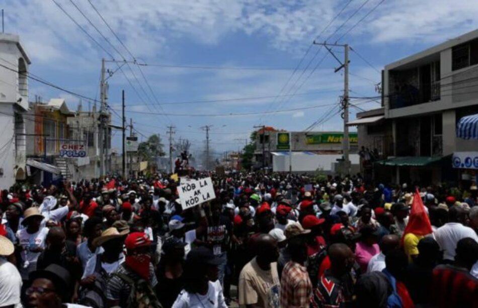 ¿Quiénes y por qué sostienen al impopular gobierno haitiano?