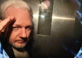 """Julian Assange sufre """"malos tratos"""" en su prisión británica"""