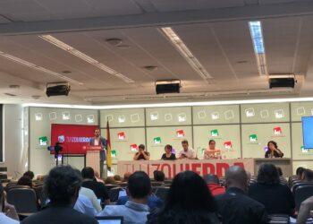 """Garzón advierte de que """"el PSOE quiere pivotar sobre la derecha"""" para tener estabilidad y plantea """"conseguir un acuerdo de gobierno que debe ser de izquierda y con el programa por delante"""""""