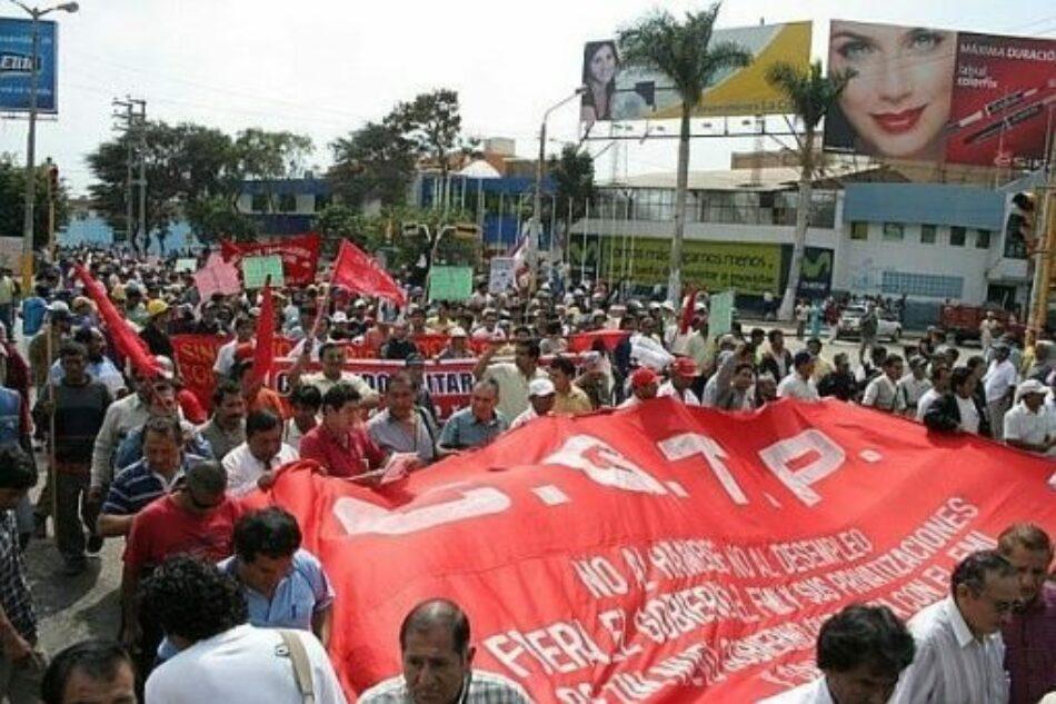 Perú. Multitudinaria marcha en Lima cerró la jornada de Paro Nacional