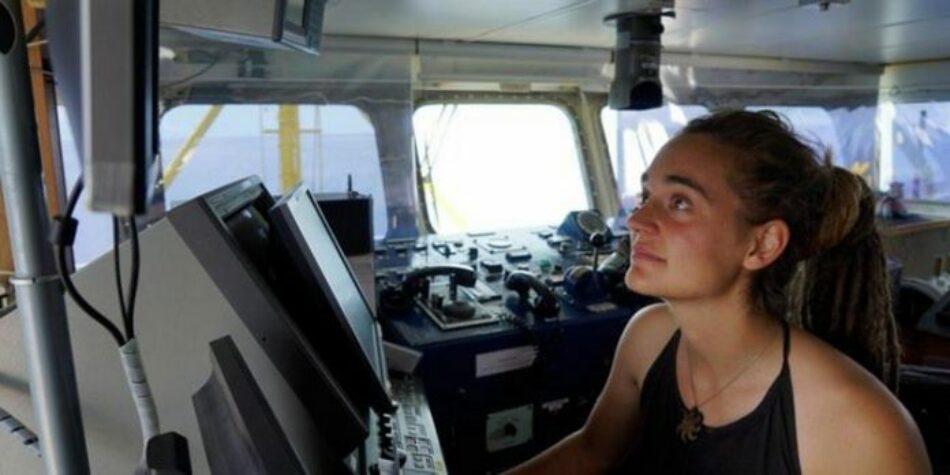 La capitana del «Sea Watch» se arriesga a ir a la cárcel al llevar a puerto en Italia a 42 migrantes por motivos «de emergencia»