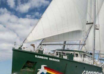El Rainbow Warrior, en España contra la crisis climática