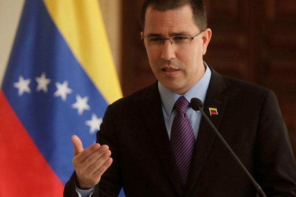 Arreaza: «Reino Unido debe acabar con su intervención en Venezuela»