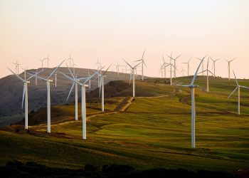 Alertan de que a patronal eólica e o PP pretenden triplicar a potencia total instalada en Galicia