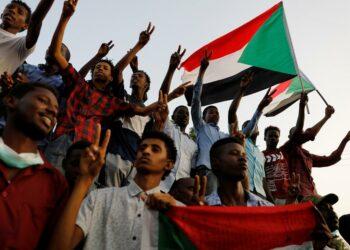 Militares sudaneses detienen a tres líderes de la oposición
