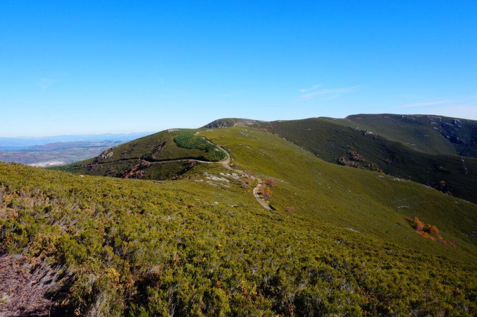 La paralización cautelar de un parque eólico en O Courel deja al descubierto el descontrol administrativo del Gobierno de Alberto Núñez Feijóo