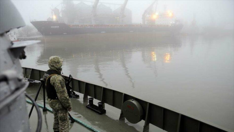 """Ucrania retiene petrolero ruso y Rusia amenaza con """"consecuencias"""""""