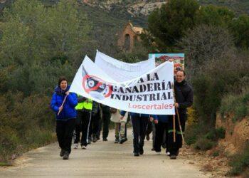 La Ecomarcha apoya a las luchas vecinales en Huesca contra la ganadería industrial