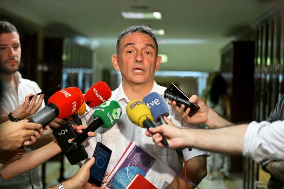 """Enrique Santiago insta al PSOE desde el Congreso a """"dejarse de amenazas"""" y a """"sentarse de una vez a negociar, porque aún no han empezado"""""""