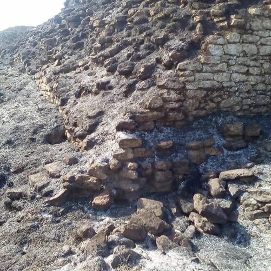 La Junta de Andalucía asegura que el incendio no ha afectado el yacimiento de Ategua, pero las evidencias muestran lo contrario