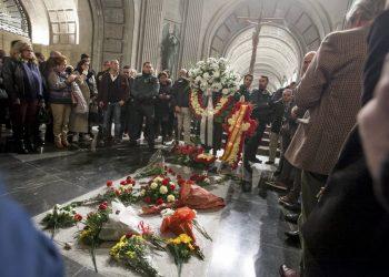 Entidades sociales piden la exhumación de los restos de Franco en el aniversario del golpe militar