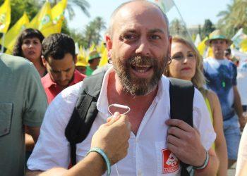 """Ernesto Alba pide a PP y PSOE """"menos golpes de pecho por la patria"""" y que defiendan al olivar de las multinacionales extranjeras"""
