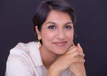 """Angela Saini, autora de 'Superior': """"Los racistas intentan presentar sus argumentos con ciencia para que su retórica funcione"""""""