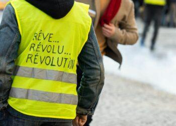 Los chalecos amarillos mantienen su pulso a Macron un sábado más