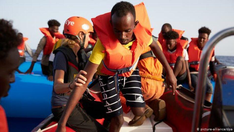 Un nuevo navío alemán reta al bloqueo de Salvini dirigiéndose a Lampedusa con 65 rescatados