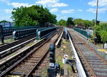 La Comisión Nacional de los Mercados y la Competencia pretende dar la puntilla al ferrocarril público y social