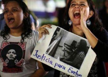 El Salvador. Absuelven a Evelyn Hernández, la mujer acusada de homicidio por supuesto aborto