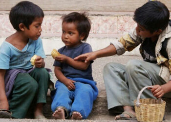 La pobreza golpea en Argentina, uno de cada tres niños padece hambre