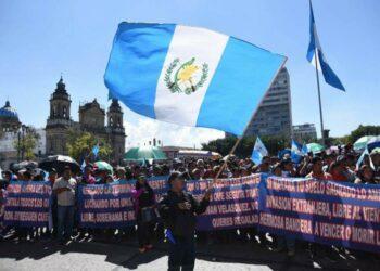 Guatemala inicia convulsa semana con protestas y cierres de campaña