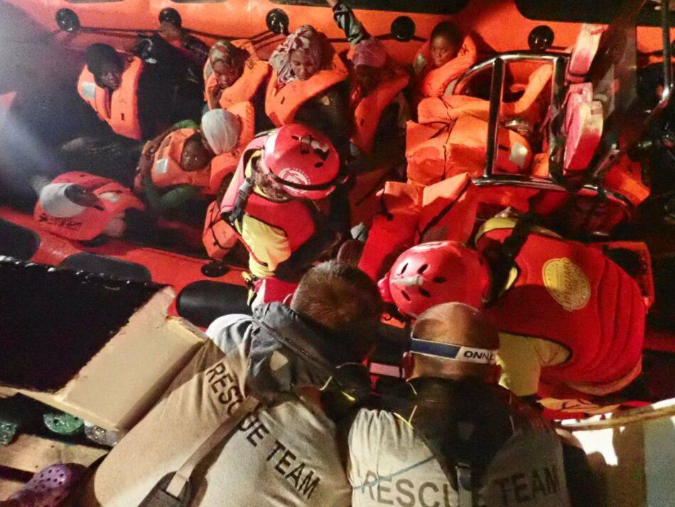 Open Arms: «Rescatadas en plena noche 68 personas con signos inequívocos de la violencia sufrida en Libia»