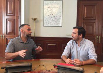 Garzón se compromete con FACUA a impulsar en el Congreso una profunda reforma de la Ley de Seguridad Alimentaria para evitar casos como el brote de listeriosis