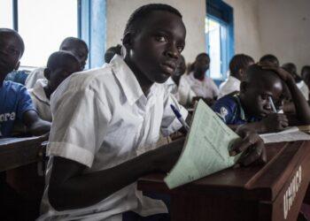 La educación de los refugiados en crisis: Más de la mitad de la niñez refugiada en edad escolar no recibe educación