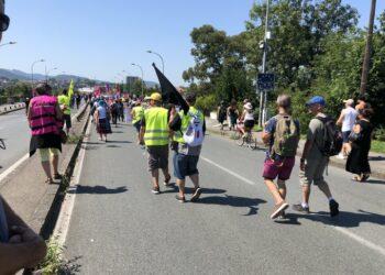 Ambientalistas y chalecos amarillos protestan en cumbre del G7