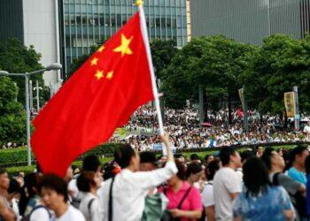 Residentes de Hong Kong llaman a detener protestas y buscar la paz