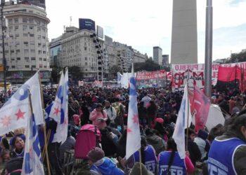 Argentina: Masiva marcha de trabajadores desocupados