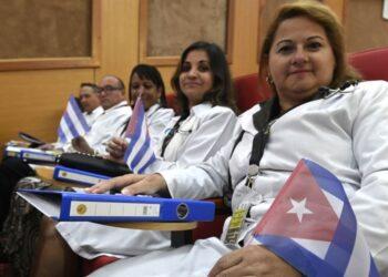 Cuba denuncia el acoso de Estados Unidos a sus misiones médicas solidarias