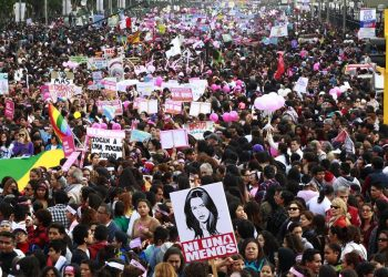 Miles de mujeres peruanas exigen fin de la violencia de género