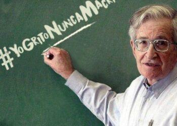 Noam Chomsky: «Las políticas de Macri están diseñadas para el beneficio de los ricos»