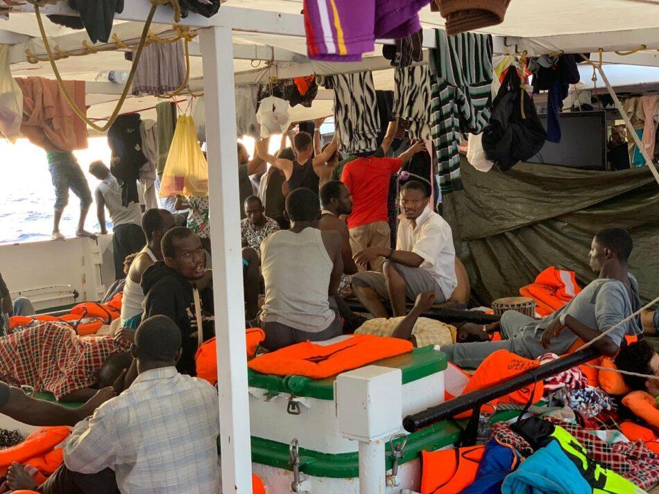 La ONG Open Arms informa de 3 nuevas evacuaciones de urgencia del navío