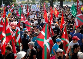 Cerca de 4.000 activistas protestan contra cumbre del G-7