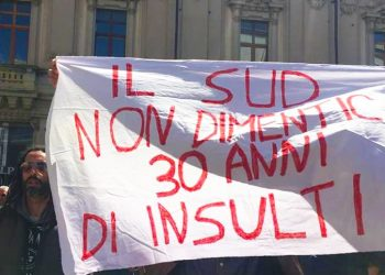 Abucheos e insultos a Salvini en su gira por el sur de Italia