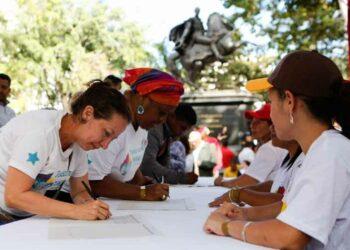 Venezuela llega a más de cuatro millones de firmas contra el bloqueo