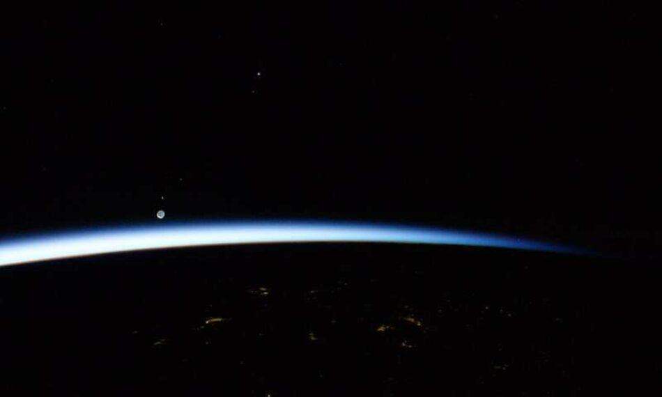 Pentagrama cósmico: así es la danza invisible entre la Tierra y Venus