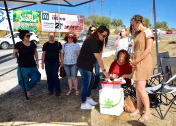 La ministra Margarita Robles da su apoyo a las trabajadoras de Dulcinea ante su situación de impagos