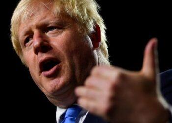 Boris Johnson amenaza con purgar a exministros opuestos a un Brexit duro