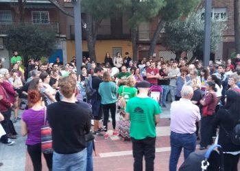 Decenas de personas se concentran en Alcorcón en repulsa a la represión policial durante un desahucio
