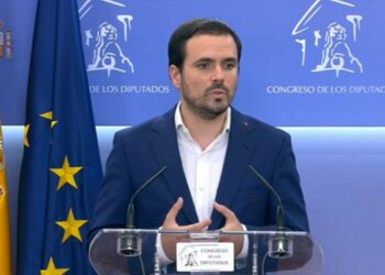 Garzón reprocha al Gobierno un año de incumplimiento de acuerdos y los 'guiños' a la derecha