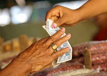 EE.UU. limita remesas familiares y transacciones a Cuba