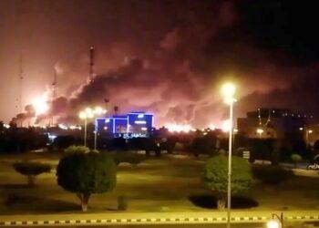 El precio del barril de petróleo Brent se dispara tras el ataque yemení a las refinerías saudíes