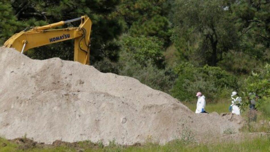 Suman 44 cuerpos exhumados de fosa clandestina en México