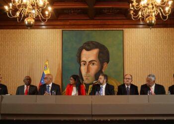 El gobierno y la oposición venezolanas alcanzan acuerdos para superar el conflicto político