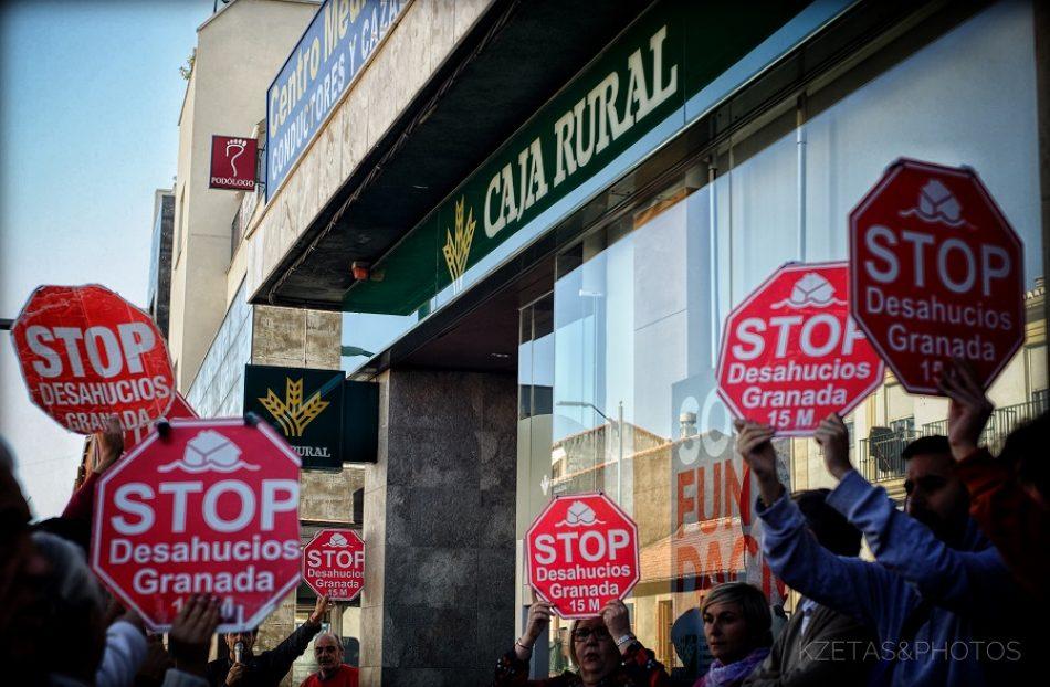 Stop Desahucios Granada 15M se concentra en las puertas de Caja Rural