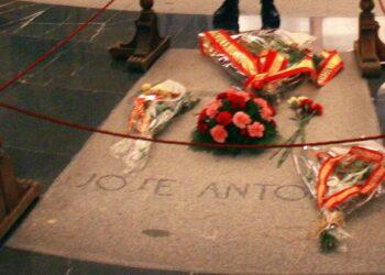 Compromís reclama la retirada de los restos de Primo de Rivera tras la exhumación de Franco